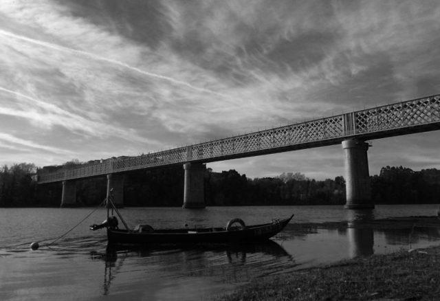 Lancha e ponte de ferro de Tui. Carlos
